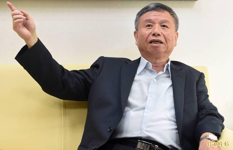 前衛生署長楊志良(見圖)質疑國產疫苗並無走完完整流程,表明絕對不打。(資料照)