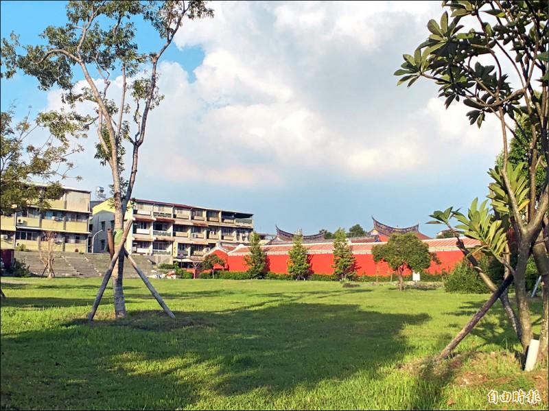 K書中心與輕食區預計設在書院旁的園區。(記者羅欣貞攝)