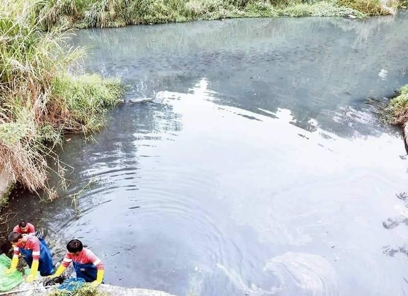 南投縣竹山鎮街尾溪打撈清潔後,水城恢復乾淨情形。(記者謝介裕翻攝)