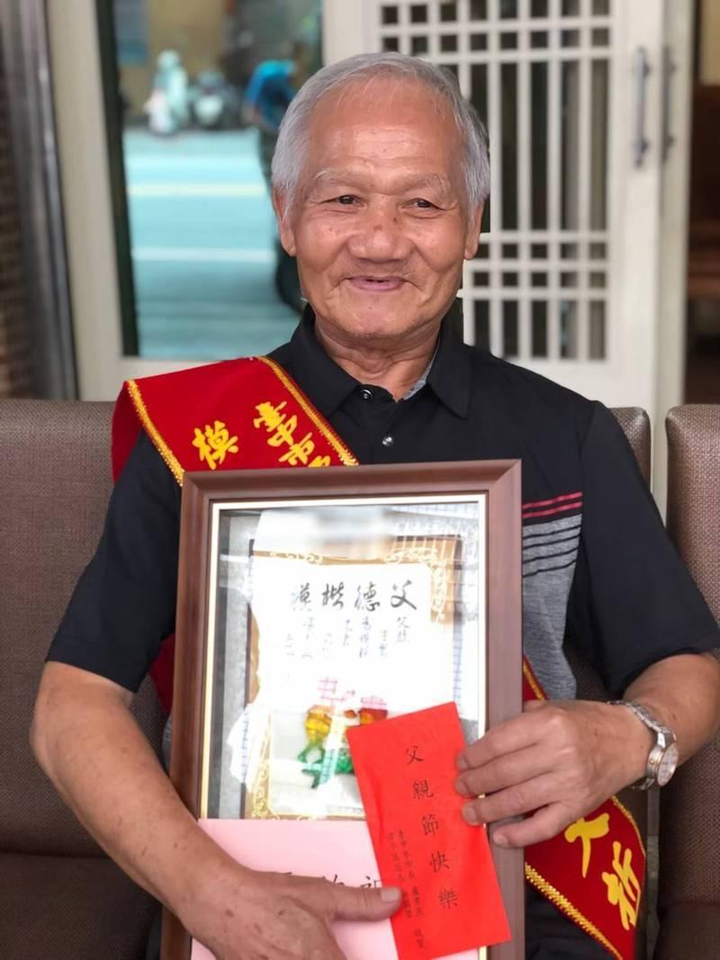 陳文哲生前曾獲模範父親表揚。(民眾提供)