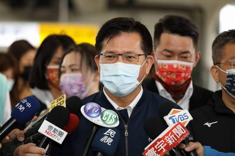 林佳龍今下令召回名盛實業公司打造的718輛遊覽車,完成檢核前暫停營運。(圖:交通部提供)
