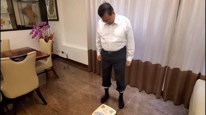 桃園市長鄭文燦公布體重,引發眾人關切。(摘自鄭文燦臉書)