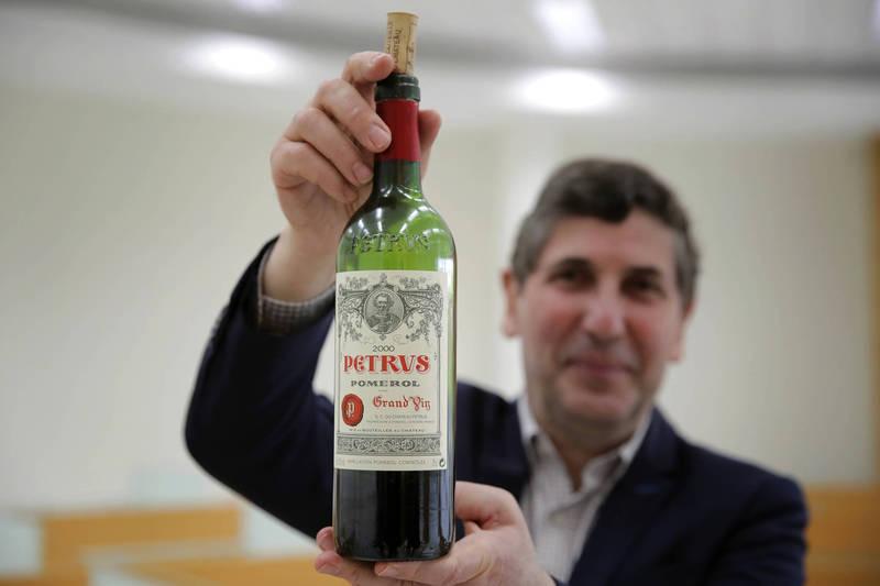 12支售價5000歐元(約台幣16萬8900元)頂級葡萄酒經過了1年太空旅行,如今正在接受研究人員分析。(法新社)