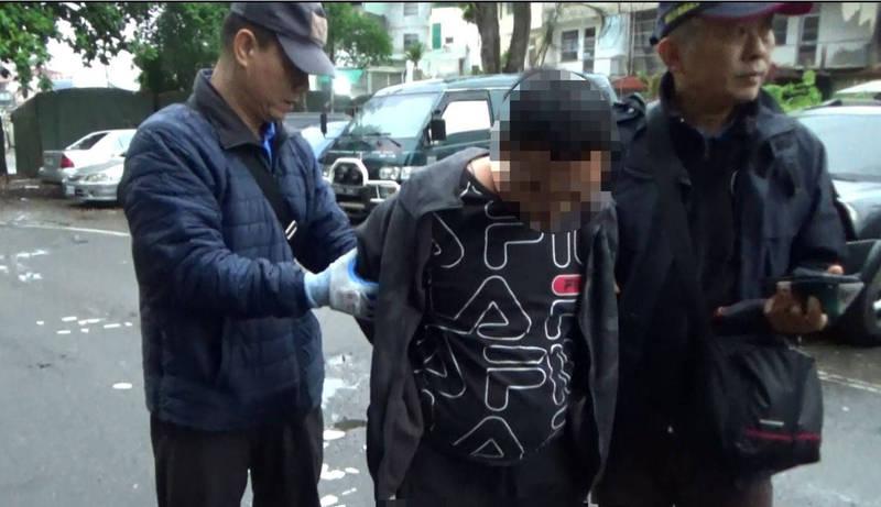擄人搶奪的23歲涂男,被警方逮捕後,南投地院法官裁定羈押禁見禁通信。(南投縣警局提供)