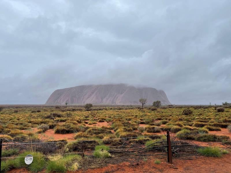位於澳洲大陸正中心的烏魯魯巨石,高度約為328公尺。(路透資料照)