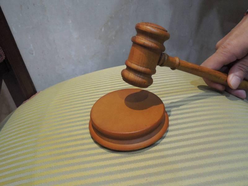 律師誆涉案移民署專勤隊員付30萬可買通法官拚無罪或緩刑,遭士林地院判刑1年。(示意圖)