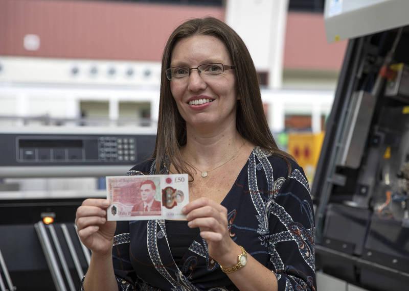 英國銀行為了紀念天才數學家圖靈(Alan Mathison Turing),發行了面額50英鎊並印有圖靈肖像的紙幣。(美聯社)