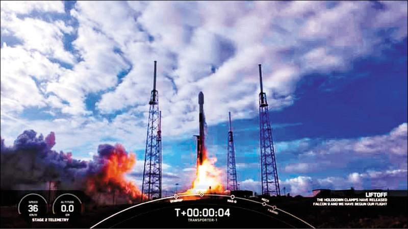 飛鼠、玉山立方衛星一月時搭乘獵鷹九號火箭順利升空。(資料照,國研院國家太空中心提供)