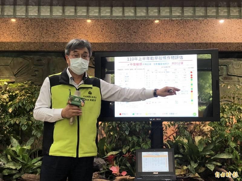 農委會副主委陳駿季說明農委會將強化農業乾旱因應措施,與農民一起度過缺水難關。(記者楊媛婷攝)