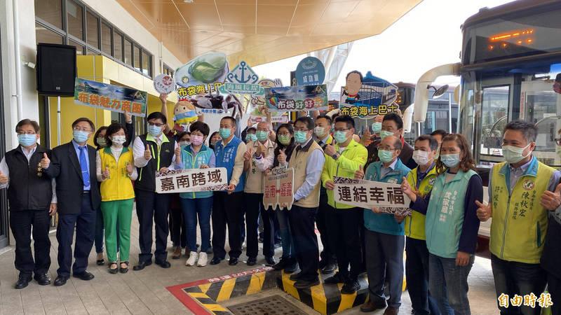 棕4、棕5、棕6加入大台南公車舉辦啟航儀式。(記者楊金城攝)