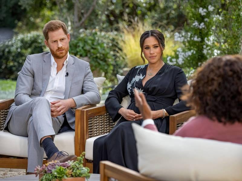 哈利夫婦日前上脫口秀專訪,引起英國王室不滿。(路透)