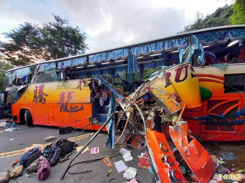 騰龍遊覽車在蘇花公路撞山壁,座椅拋飛釀成重大傷亡。(資料照)