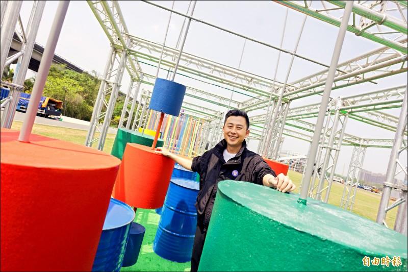 新竹市長林智堅體驗兒藝節各項遊具。(記者洪美秀攝)