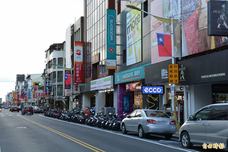 因應科技執法取締違停,花蓮市區將增9處貨車裝卸區,供物流車及店家裝卸貨。(記者王峻祺攝)