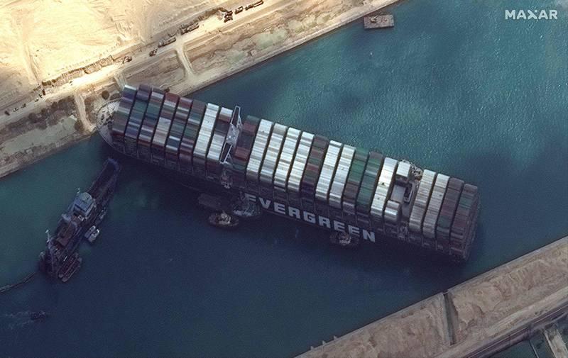 長榮海運貨輪「長賜輪」擱淺在蘇伊士運河已經4天,受到全球高度矚目。(法新社)