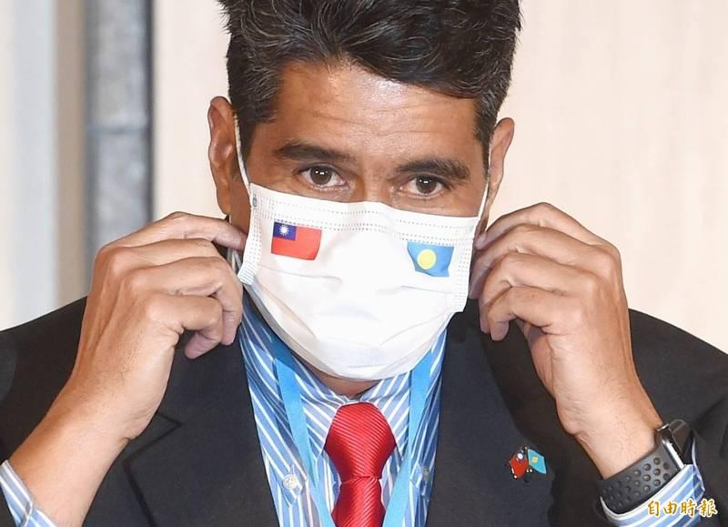 帛琉總統惠恕仁(見圖)訪台,29日舉行國際記者會。(記者方賓照攝)