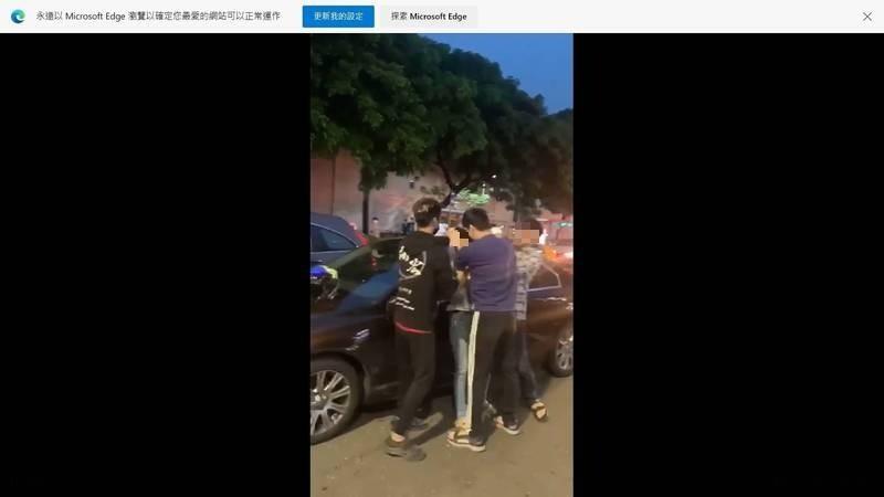 [新聞] 小車禍 20歲男抓狂猛扯60歲女駕駛頭髮吼