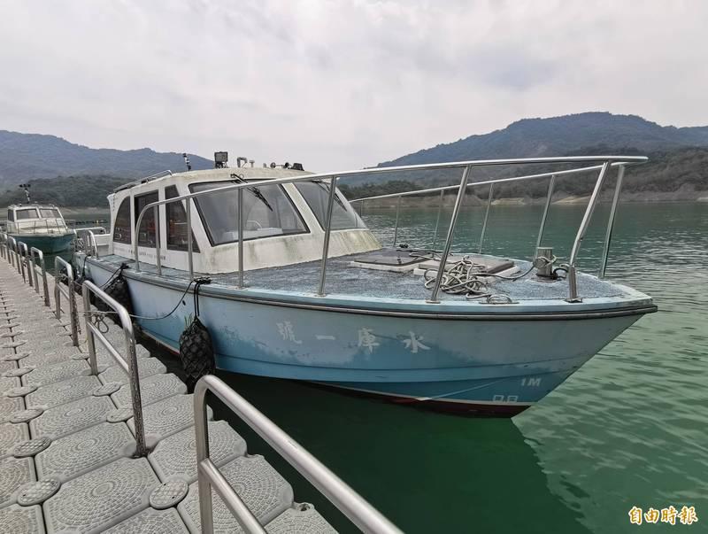 南化區公所與自來水公司六區處簽約,讓南化水庫巡邏船加入災防協定。(記者吳俊鋒攝)