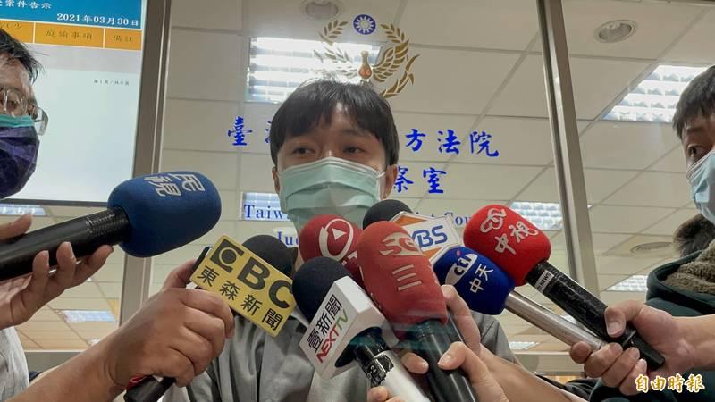 藝人吳青峰今天開庭後受訪,對於恩師與之撕破臉,表示一直到現在他還是不能理解。(記者張文川攝)