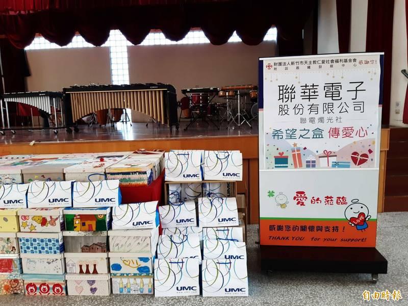 聯華電子今天捐贈210份希望之盒的兒童節禮物給新竹市仁愛社會福利基金會的心智障礙慢飛兒寶貝。(記者洪美秀攝)