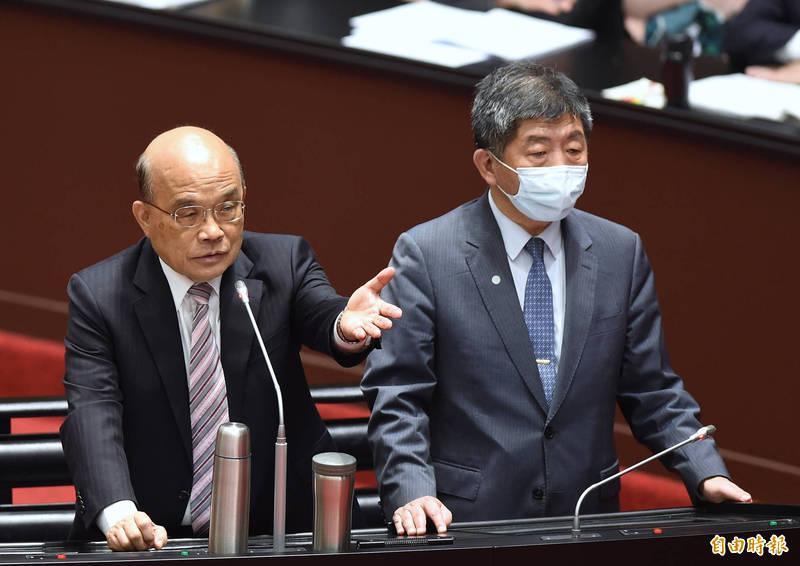 行政院長蘇貞昌(左)、衛福部長陳時中(右)30日在立院備詢。(記者劉信德攝)
