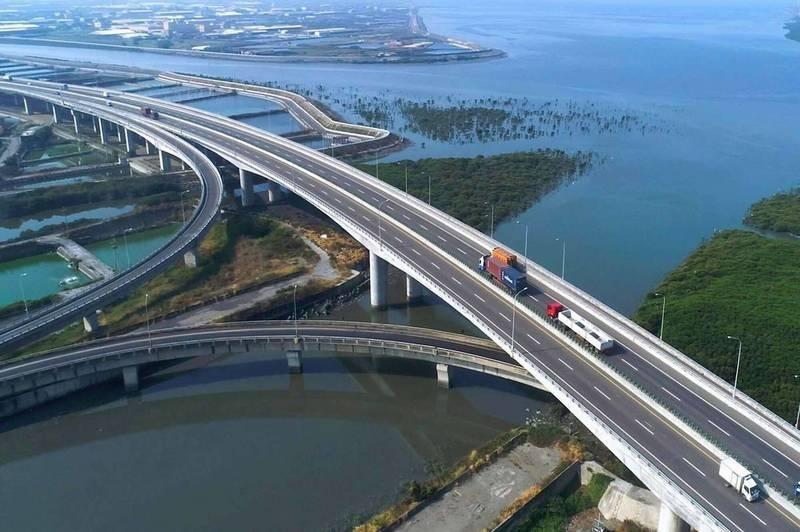 台61線西濱快建置完成2處氣象站建置,111年3月底前全線將再增設14處。(資料照)