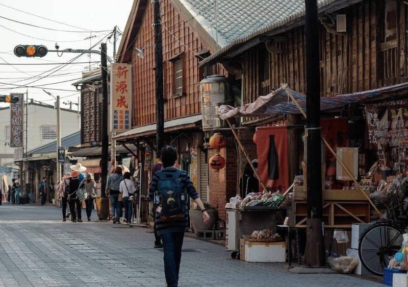 遊客可搭乘「台灣好行」關子嶺線到後壁菁寮老街體驗吃割稻飯。(圖由西拉雅管理處提供)