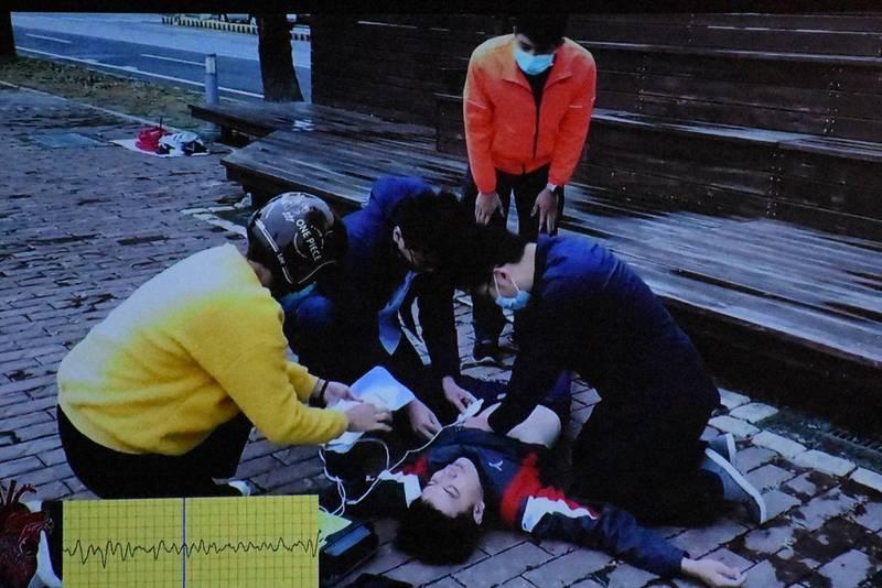 雲林縣消防局示範緊急救護。(記者林國賢翻攝)