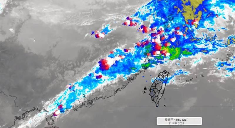 氣象專家彭啟明表示,這幾天在台灣北方的不穩定鋒面系統發展,如果鋒面偏一個3、400公里,就能緩解一些中南部缺水之苦,「但目前的條件都沒有往南偏到台灣的趨勢」。(擷取自彭啟明臉書)