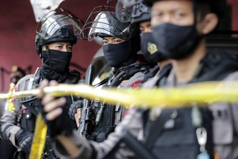 印尼當地媒體報導,位在雅加達的國家警察總部今(31)日傳出槍擊聲,相關畫面顯示,有一人被槍擊倒地。 印尼警察示意圖。(歐新社)
