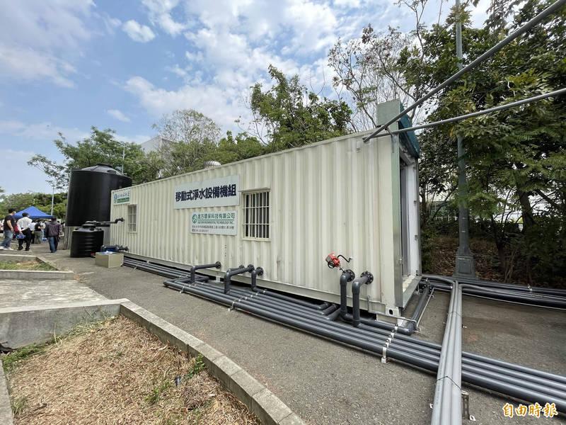 台南首座大型移動式RO淨水設備今啟用投入供應再生水。(記者萬于甄攝)