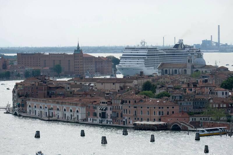 義大利政府已決定,大型郵輪和貨櫃船禁止進入威尼斯潟湖。(路透)