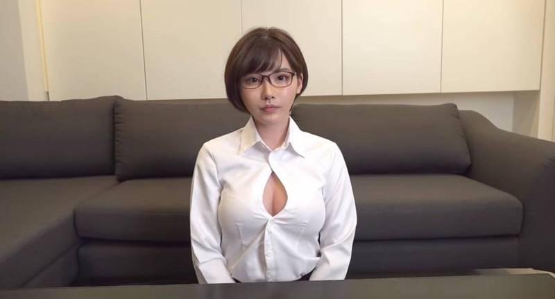 日本人氣AV女優深田詠美近來努力經營YouTube頻道,推廣專業的性知識,但YouTube卻判定她的影片涉及色情,因此列為「紅標」。(圖取自深田詠美推特@FUKADA0318)