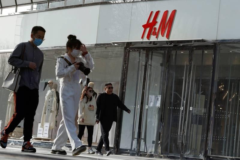 新疆棉事件延燒,除了服飾品牌H&M外,包括Nike、愛迪達等知名品牌通通遭波及。(路透)