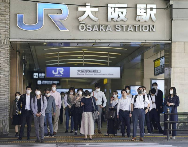 日本疫情再起,日本首相菅義偉今傍晚宣布,大阪、兵庫和宮城5日起適用「防止蔓延重點措施」。(路透資料照)