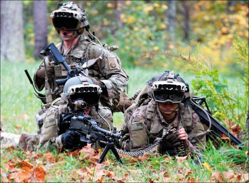 美國電腦科技巨擘「微軟」3月31日與美國陸軍共同宣布,美國國防部訂製擴增實境(AR)頭盔的大單由微軟拿下,雙方已簽訂合約。(法新社)