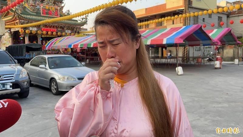 普悠瑪自救會長董小羚想到這次太魯閣號事故死亡人數已超過50人,悲從中來痛哭!(記者許麗娟攝)