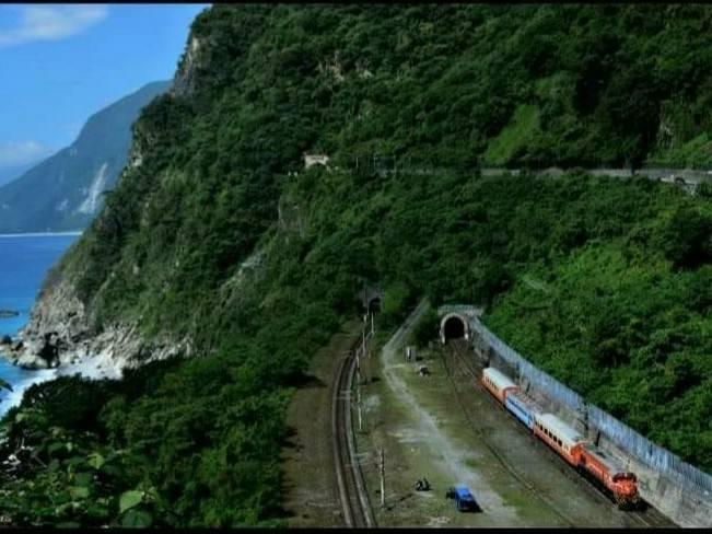 崇德-和仁間東線(k51+250)發生出軌事故之隧道。(台鐵提供)