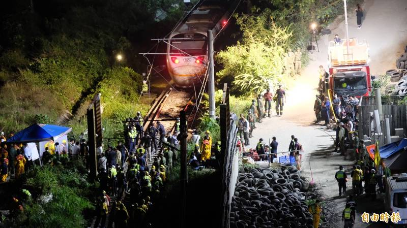 針對台鐵408車次太魯閣2日行經花蓮清水隧道發生重大事故,花蓮旅館公會提供救災人員無償住宿。(記者林欣漢攝)