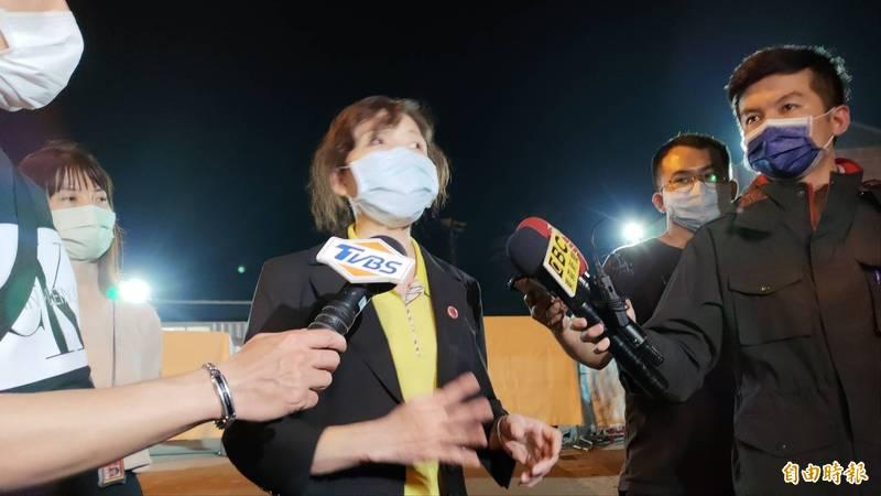 花蓮地檢署檢察長俞秀端對外說明目前遺體確認的進度。(記者花孟璟攝)
