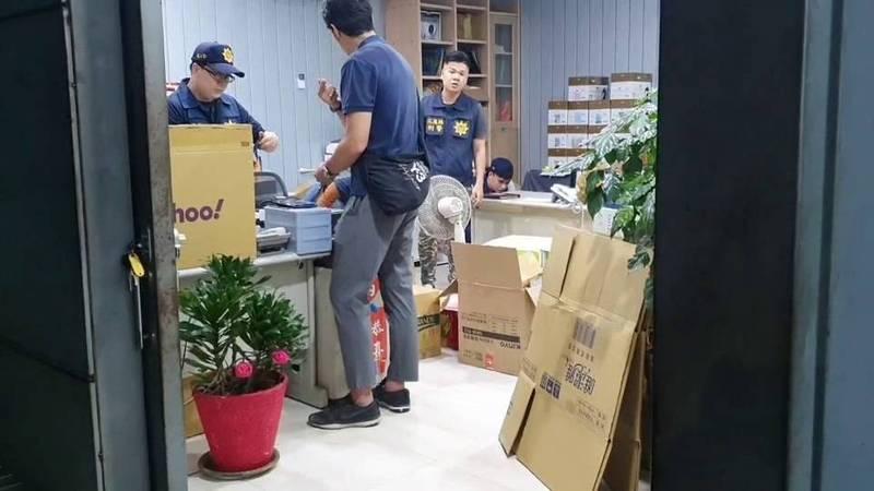 檢警昨晚前往李義祥的公司搜索。(記者王錦義翻攝)