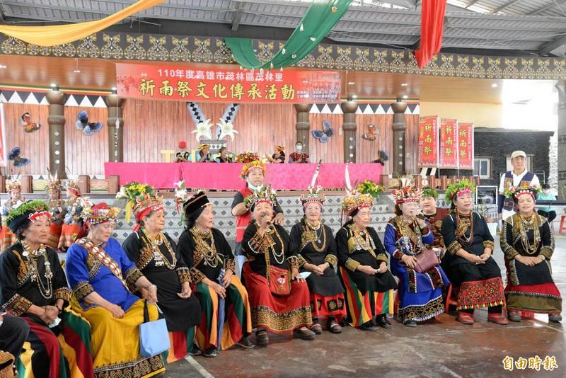 茂林祈雨祭文化儀式中,婦女以族語唱出祈福的歌聲。(記者許麗娟攝)