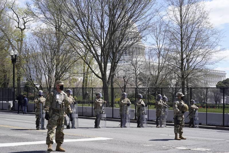 美國國會山莊發生汽車衝撞事件後,國民兵立刻提高警戒。(美聯社)
