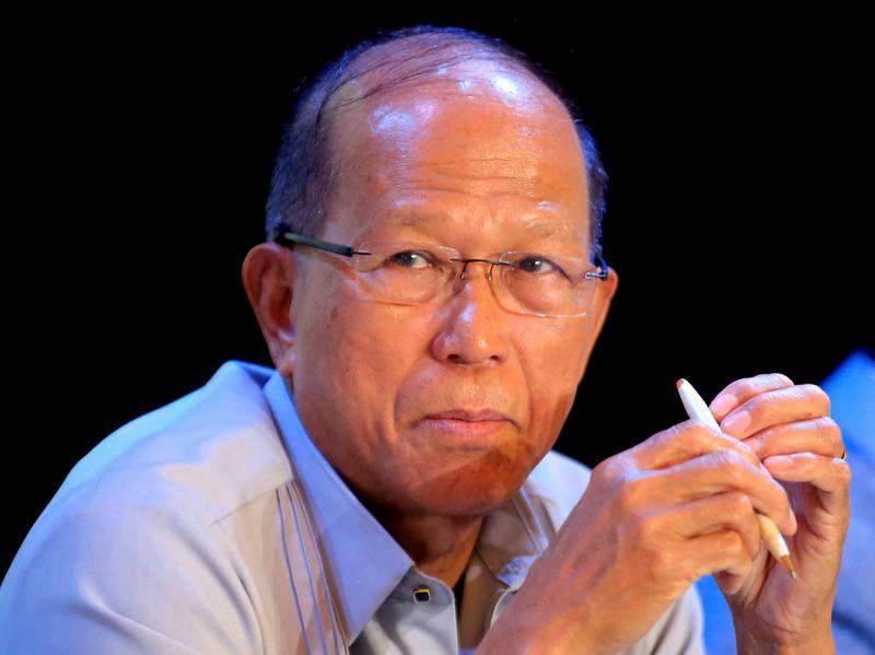 菲律賓國防部長羅倫沙納(見圖)不滿表示「我不是傻子!」要求中國別再藉口天候惡劣需停泊,「這些船隻應該駛離」!(路透)
