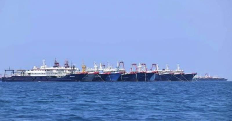 中國上月在南海牛軛礁爭議海域集結220艘大型漁船,引發菲律賓不滿。(美聯社)