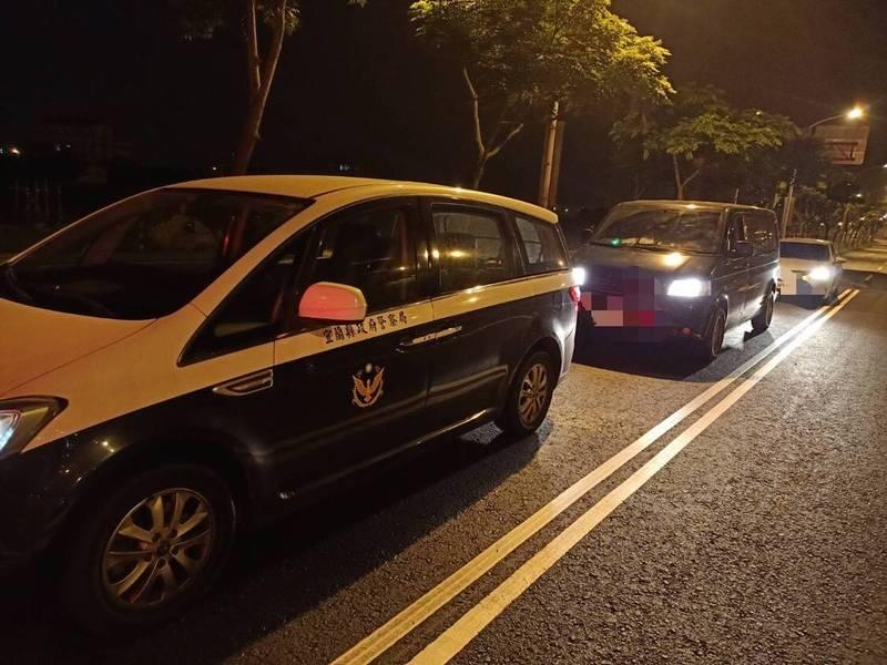 太魯閣號出軌宜蘭縣唯一罹難者,由警方開道護送返鄉。(記者江志雄翻攝)