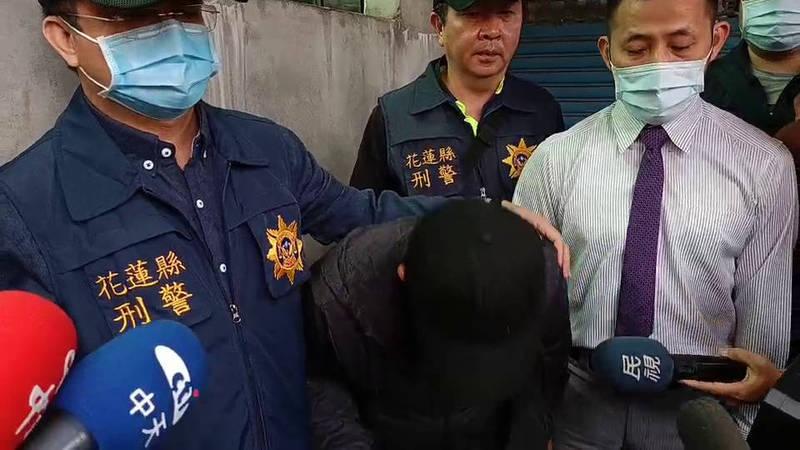 李義祥今天下午在律師陪同下,從家裡出發到法院前趁機會向社會大眾鞠躬致歉。(記者王錦義翻攝)