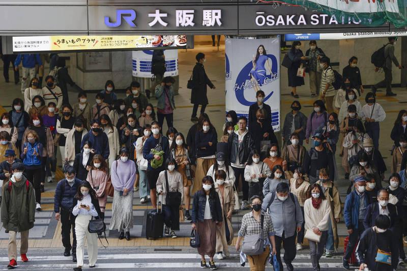 武漢肺炎疫情延燒,大阪今日新增594例確診,為疫情以來,週日確診人數新高紀錄。(美聯社)