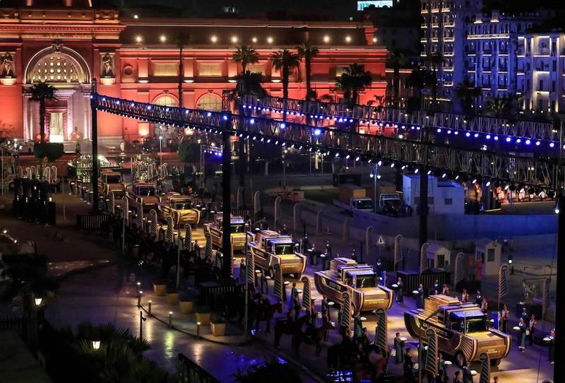 埃及開羅於週六(3日)舉行盛大的遊行,將22位古埃及法老的木乃伊,從開羅市中心解放廣場的埃及博物館,送到5公里處的伏斯塔特埃及文明國家博物館(Fustat)。(法新社)