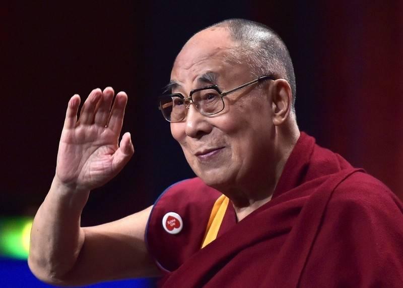 太魯閣號重大事故,西藏流亡精神領袖達賴喇嘛尊者3日致函總統蔡英文表達慰問,同時率各大院主持一同為亡者及傷者祈福。(法新社)